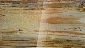 Confronto tra legno sabbiato e spazzolato