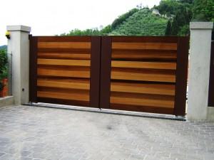 Cancello legno cedro